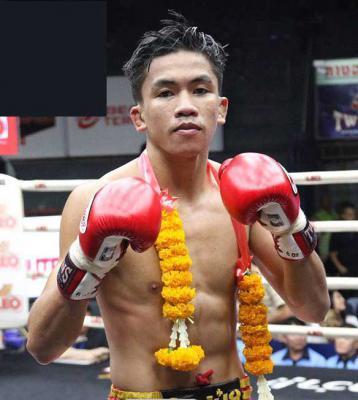 ยอดบัวแดง ศิริลักษณ์มวยไทย